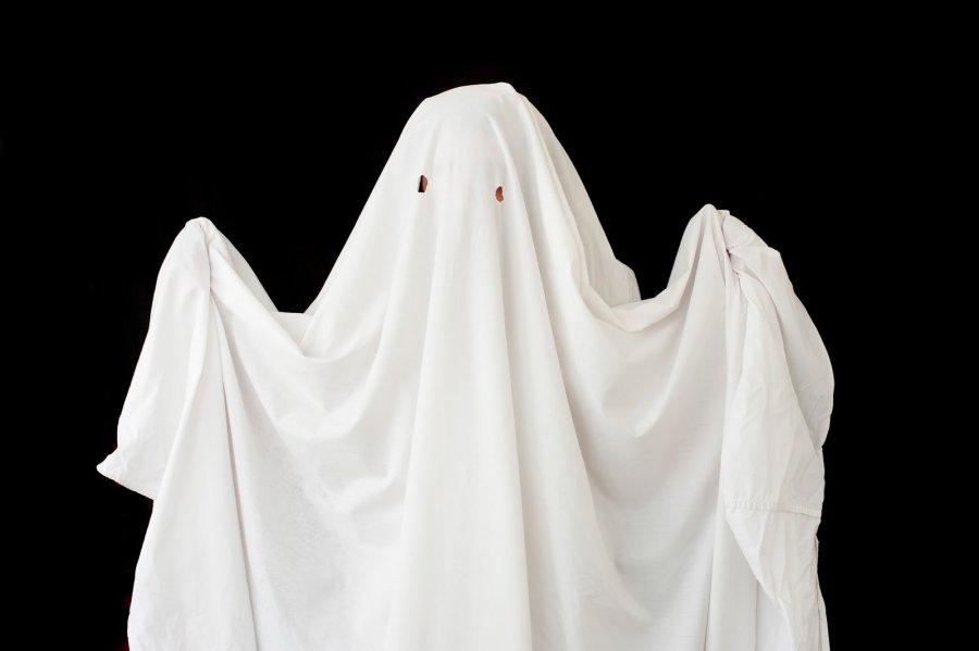 Halloween-outfits-£1-or-less-bed-sheet-ghost