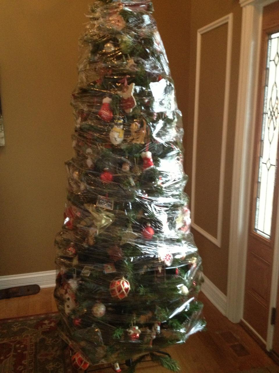 Christmas-Hacks-Cling-Film-Tree